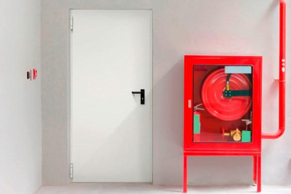 Противопожарные ворота: материалы и особенности